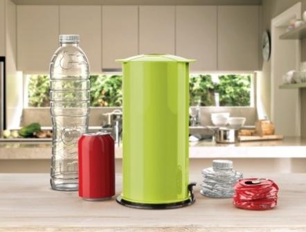 Podelimo gospodinjstvom ročno stiskalnico za plastenke in pločevinke !