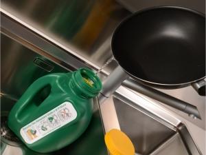 Oli - posodica za zbiranje odpadnega jedilnega olja