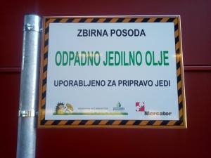 Zastavica na posodi Mercator center Nova Gorica