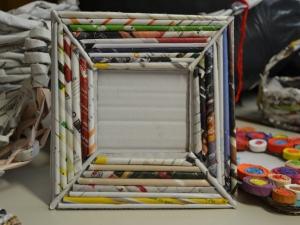Okvir za sliko iz odpadnega papirja pa uporabili kot unikatno darilo.