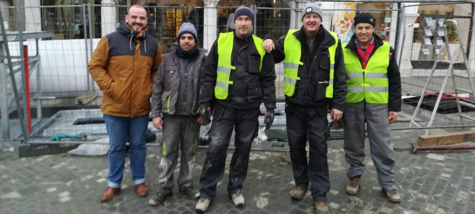 Ekipa...v treh delovnih dneh postavila 6 vgradnih kontejnerjev z 14-imi prekati za ločljive frakcije